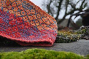 gola personalizada, fiada, tingida e tricotada à mão